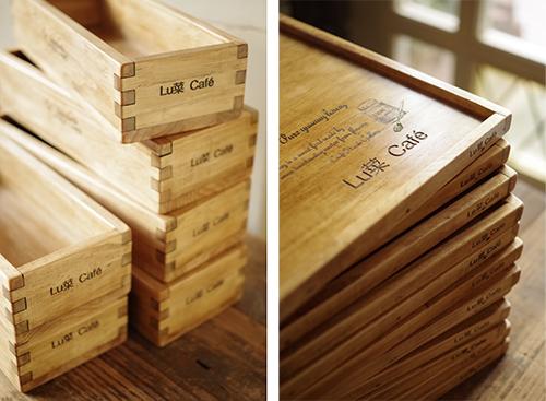 ショップ名入りのオーダーメイドの木製キッチン雑貨