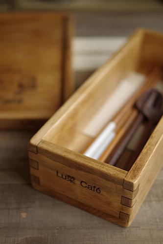 ショップ名入りの木製カトラリーボックス