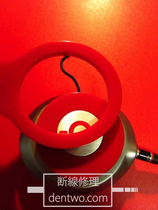 Beats Solo HDのアーム部分のケーブル損傷箇所の修復中です。Jan 17 2015IMG_0540