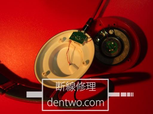 Beats Solo HDの分解画像です。一度本体を分解しアームに噛んでいるケーブルを修正しました。Jan 17 2015IMG_0542