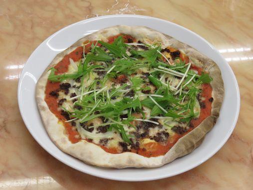 牛そぼろと水菜のピザ