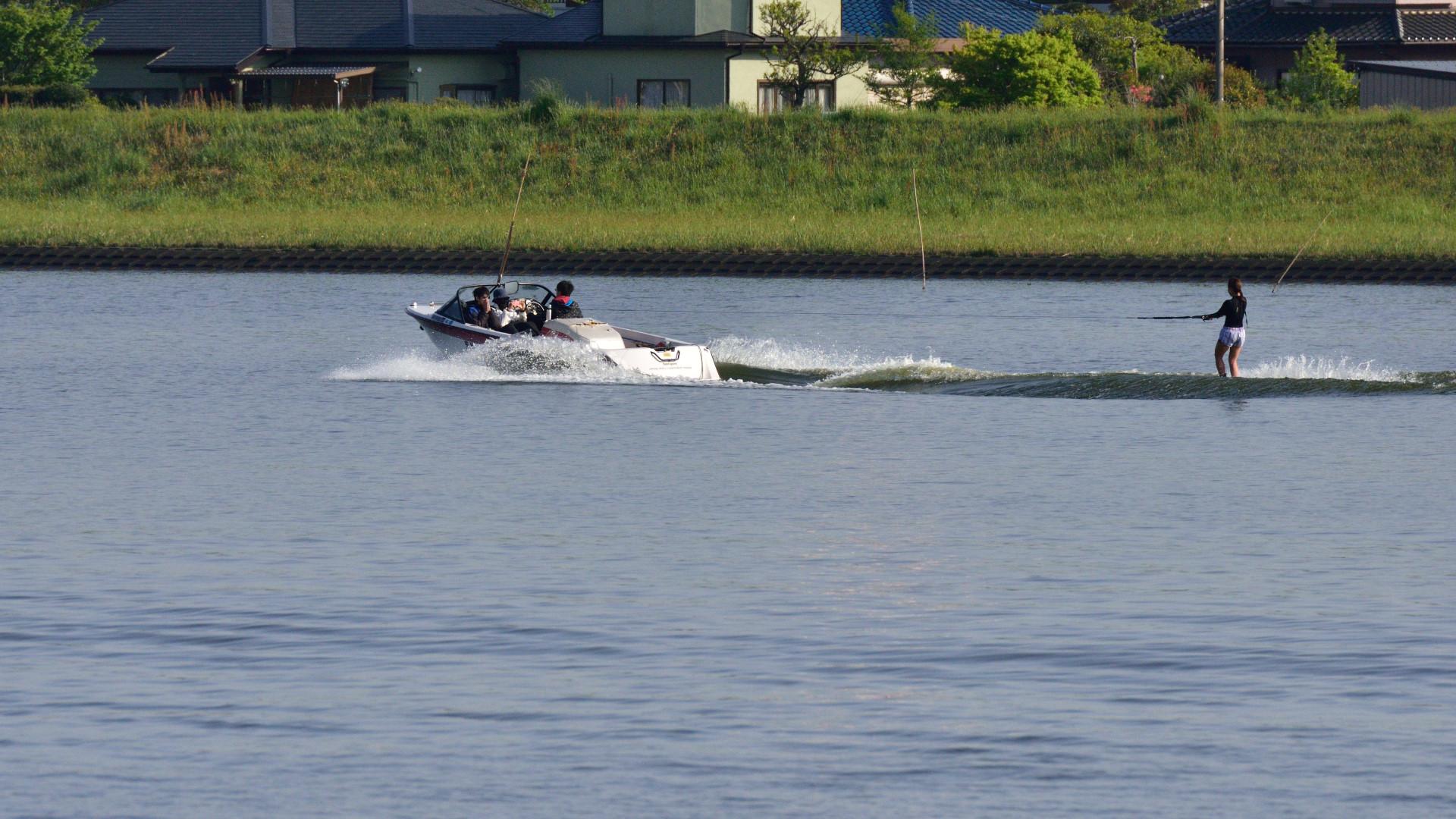 水上スキー練習は左岸