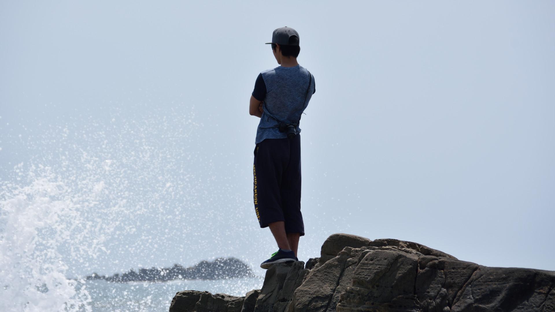犬吠埼の岩場から太平洋を望む