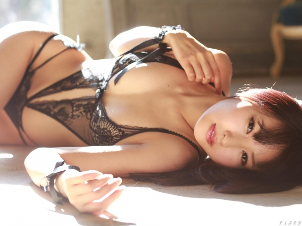 グラビアアイドル 仁藤みさき 過激 パンチラ画像 ヌード画像 美脚 エロ画像a039a.jpg