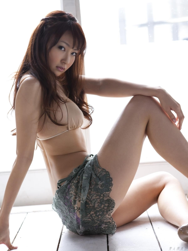 グラビアアイドル 仁藤みさき 過激 パンチラ画像 ヌード画像 美脚 エロ画像b013a.jpg