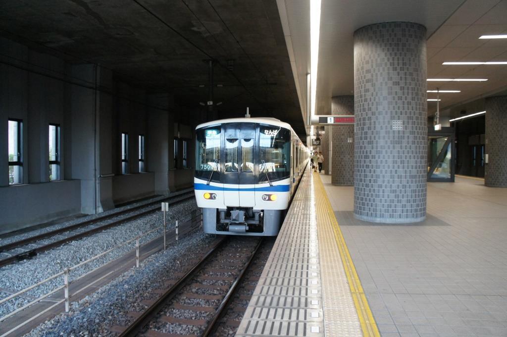 泉北高速鉄道和泉中央駅 - 駅前...