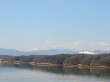西武ドームと山々