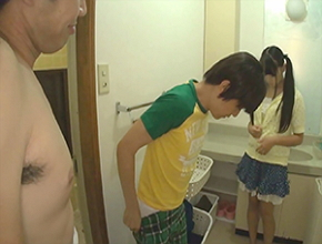 昔のイケイケでムスコと姪と三人でお風呂に入ったら姪の身体が成長していて…
