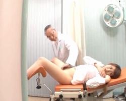 (秘密撮影)極悪産婦人科医が協力☆まんこ触診されて生入れされる美巨乳の女子
