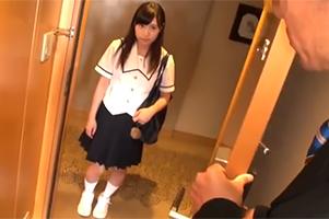 >進路指導と称して教師にホテルに呼び出された身長147㎝の爆乳少女