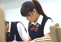 >図書館で勉強中のあまりに可愛いポニーテールの美少女にガマン出来ずに襲う!