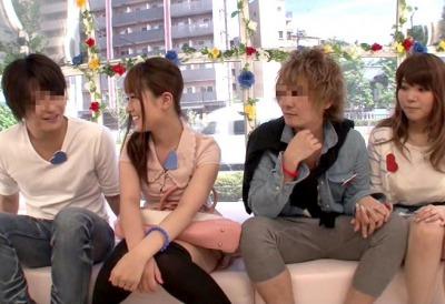 【マジックミラー号】美巨乳女子大生が友カレのチンポを交換!