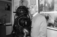 2350473-french-oceanographer-jacques-cousteau-stands-gettyim-x640.jpg