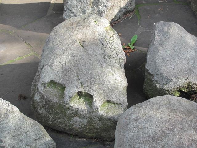宇都宮城本丸出土石垣石矢穴