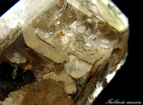 雲母入り水晶1