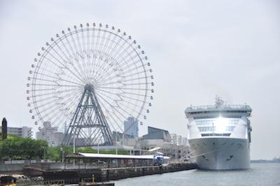 大阪港お散歩3観覧車と客船