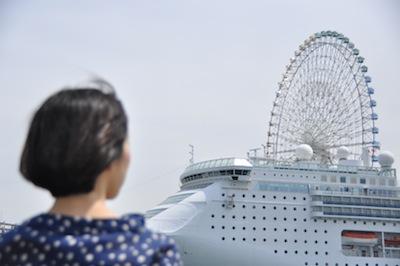 大阪港お散歩3観覧車と客船2