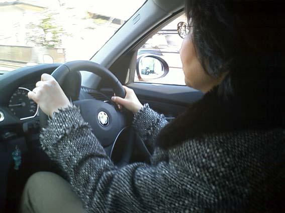 運転する妻