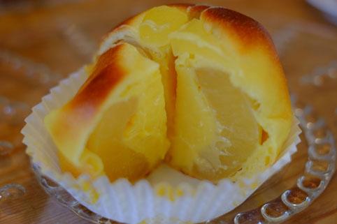 丸ごとリンゴのパン