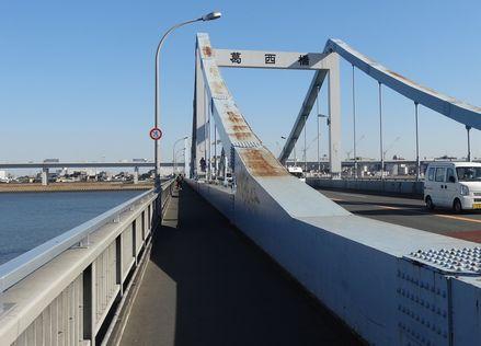 葛西橋を江戸川区側に向けて渡る