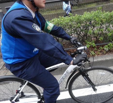 自転車の警察官