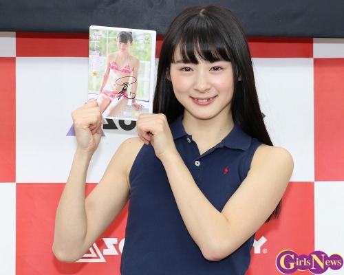 正統派美少女の現役高校生アイドル森下真依 11枚目のDVD発売イベント 「テニスのシーンは楽しかった」