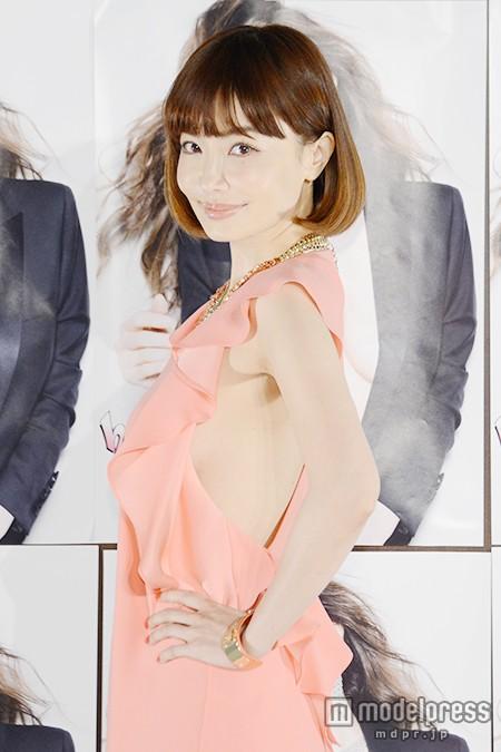 平子理沙、SEXYドレスで大胆美ボディ ロングヘアばっさりで「自分じゃないみたい」