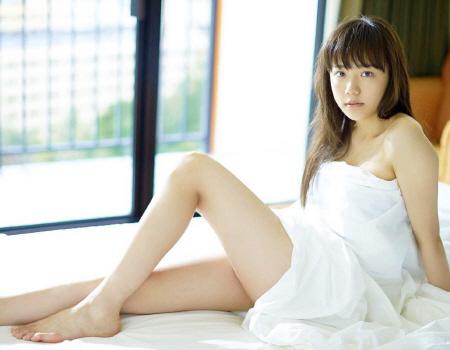 松井愛莉、初写真集で水着姿披露…セクシーショット解禁 「さくら学院」出身