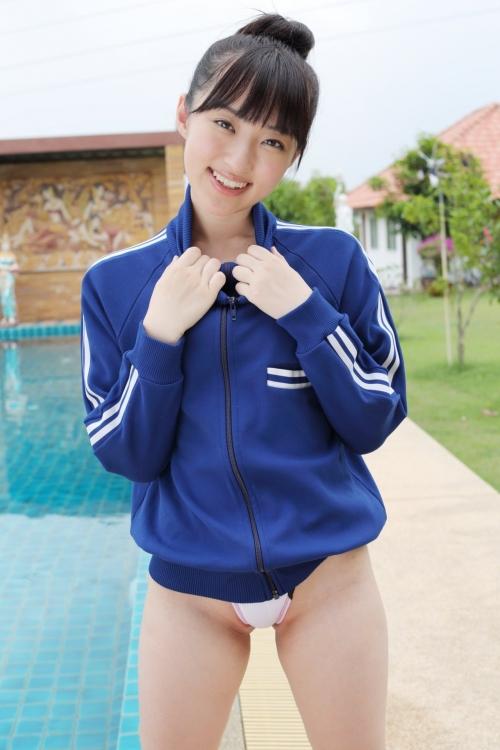 小島麻友美、スクール水着姿を見てネ