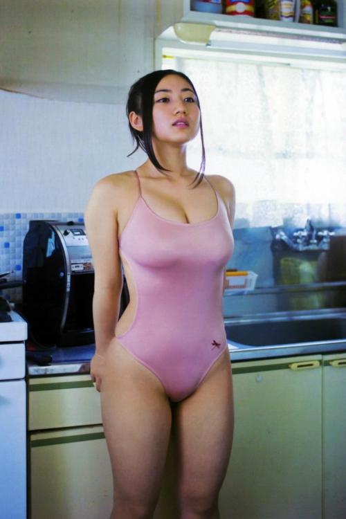 紗綾っていう異常に乳が腫れたメスについて