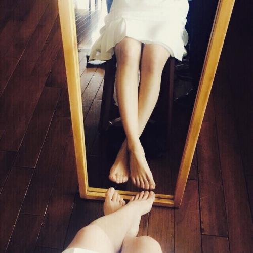 """大島優子が""""美脚ショット""""を披露 「脚だけで既にかわいい」と称賛の声"""