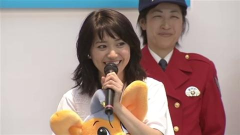 大島優子さん、バイクの安全運転呼びかけ 「悪いことをしたら私が懲らしめにいきますので、安全を守って」