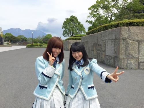 【悲報】AKB向井地美音(17) 「絶賛噴火中の桜島をバックに撮影しました」 不謹慎と批判が殺到