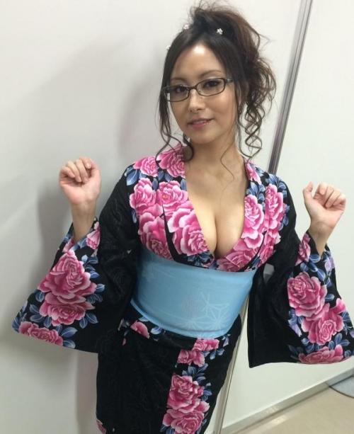 声優・たかはし智秋、セクシーなバスト丸出し浴衣姿がエロいとネット上で話題に