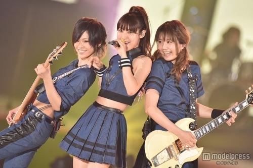 瀧本美織率いるLAGOONが「GirlsAward」初パフォーマンスで観客沸かす