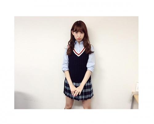 AKB48小嶋陽菜、制服姿に本音「もうさすがに。。笑」