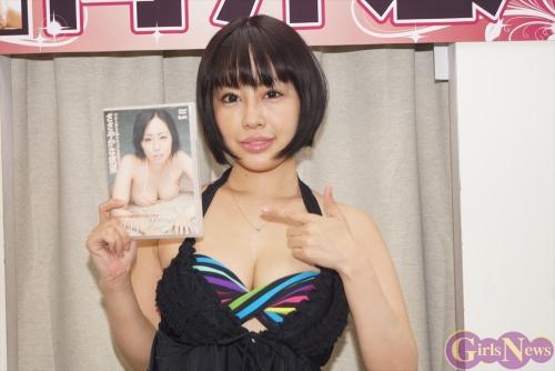 """向井悠 「30代のセクシー」がテーマの2ndDVDは""""私には無いSな感じ"""" ソフマップで発売イベント"""