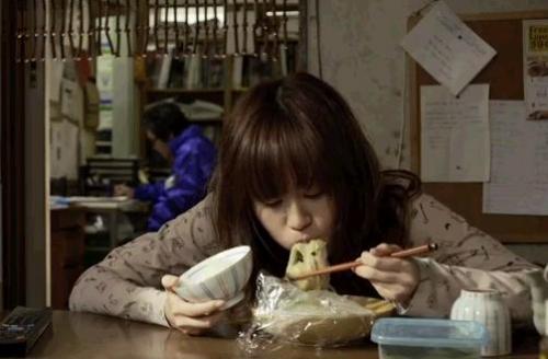 前田敦子 行儀の悪さは最低レベル 寿司屋でシャリからネタだけを剥がして食べる