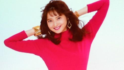 佐々木希が80年代のボディコン姿を披露 唐沢寿明が絶賛
