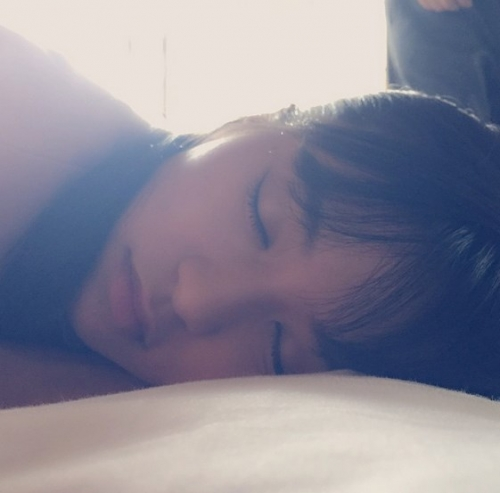 板野友美が小島瑠璃子のプライベート寝顔写真を公開 可愛いすぎると話題に