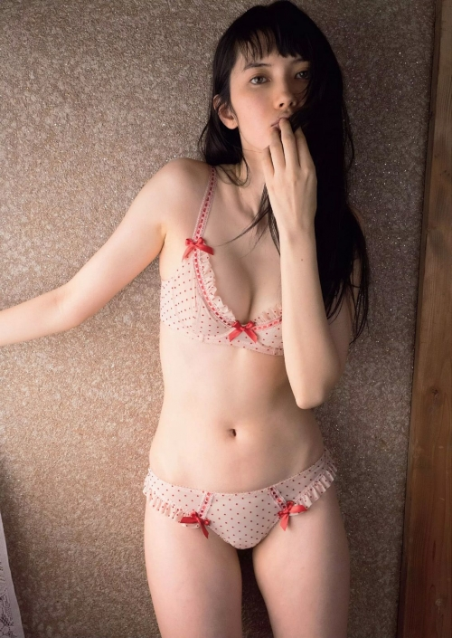 """""""美人すぎるオタク""""モデル市川紗椰の素顔公開 共演者から驚きと絶賛の声"""