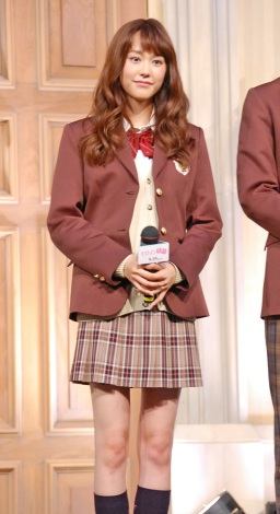 桐谷美玲、25歳の制服姿は「ギリアウト」