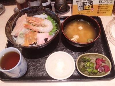 150301エキナカ酒場シオヤ海鮮丼大480円
