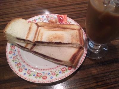 150303リヨン年中モーニング小倉あんプレスサンド410円コーヒー