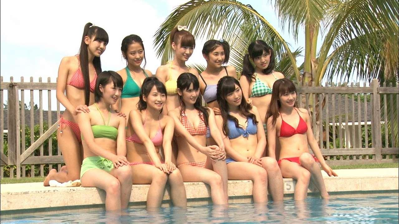 モーニング娘。'14の集合写真、道重さゆみ、鞘師里保、小田さくら、鈴木香音らのビキニ姿