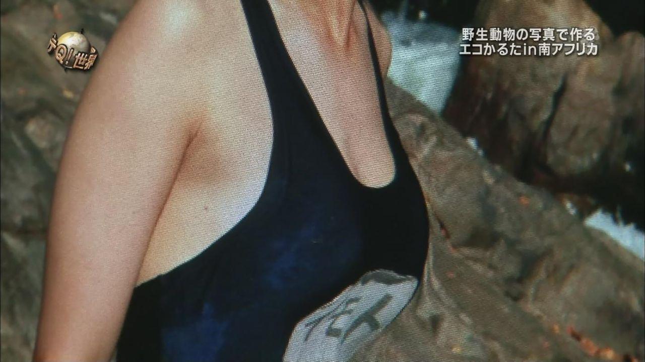 「世界の果てまでイッテQ」でスクール水着を着たイモトアヤコ