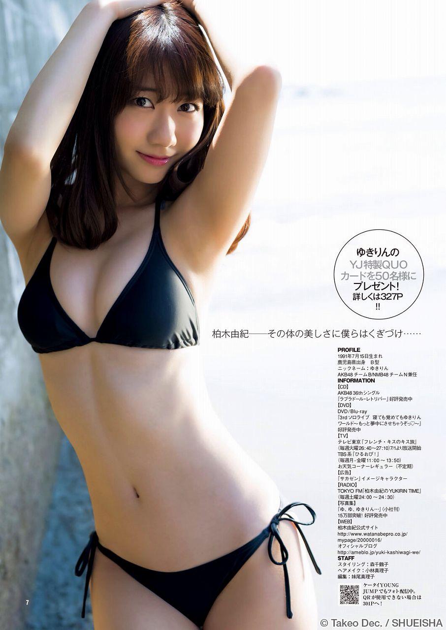 AKB48・柏木由紀の水着グラビア