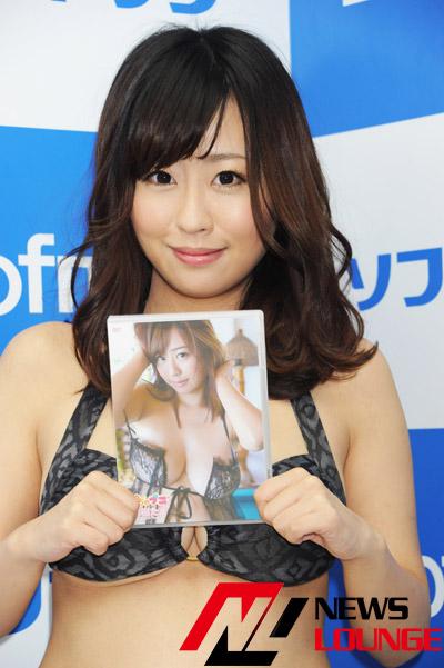 DVD「水樹たま / ぽちゃぷに」発売記念イベントでソフマップに登場した水樹たま