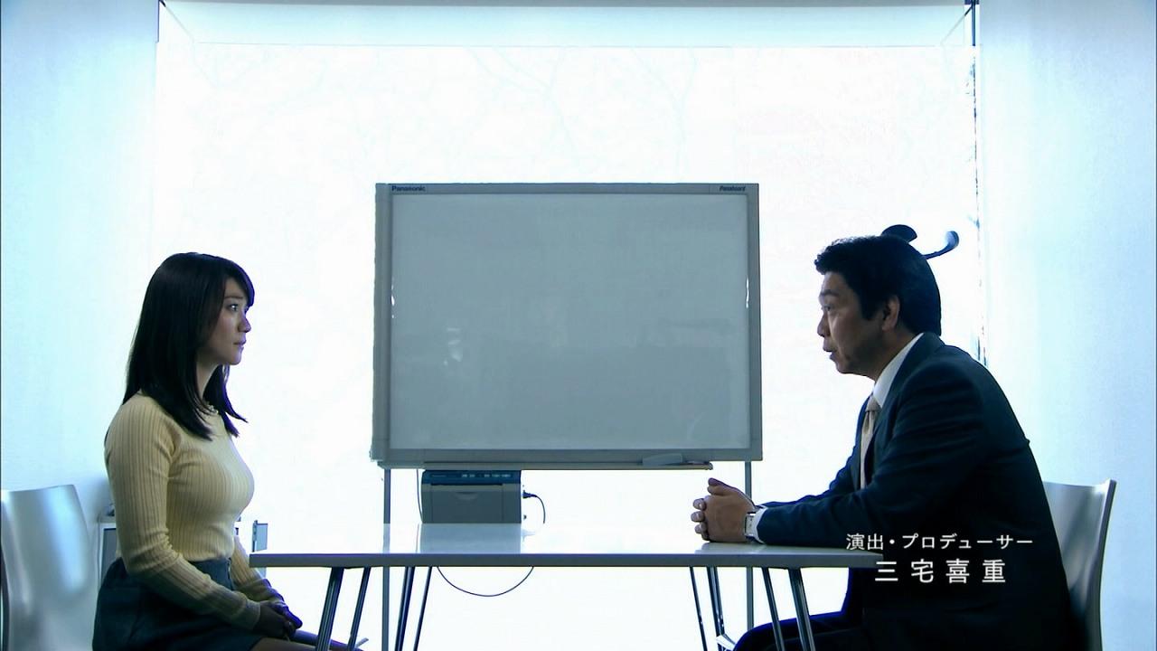 ドラマ「銭の戦争」、セーターを着た大島優子の横乳(着衣おっぱい)