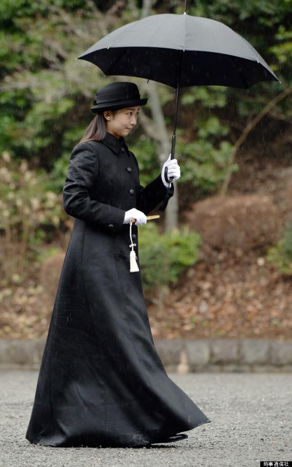 成人を迎えた報告で武蔵陵墓地を訪れた佳子さま